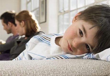 开学孩子脾气暴躁拒绝上学是怎么回事?.jpg
