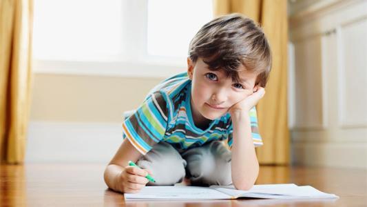 孩子几道题做半天拖拉很严重怎么办?.jpg