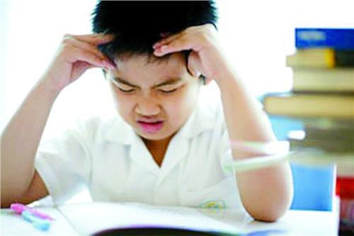 杭州中小学生期末将至家长怎么帮孩子专注学习和备考?.jpg